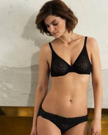Wacoal Halo Lace Moulded Underwire Bra
