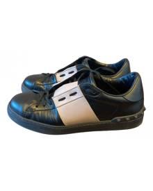 Valentino Garavani Rockstud Black Leather Trainers for Men 43 IT