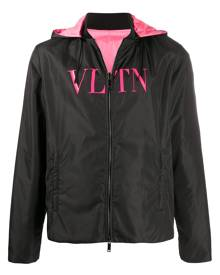 Valentino - VLTN print reversible windbreaker - men - Cotton/Polyamide/Polyester - 46, 48, 50, 52 - Black